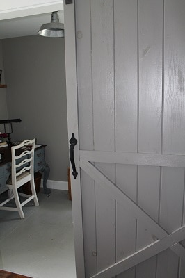 Dovetail barn door