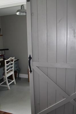 Dovetail barn door