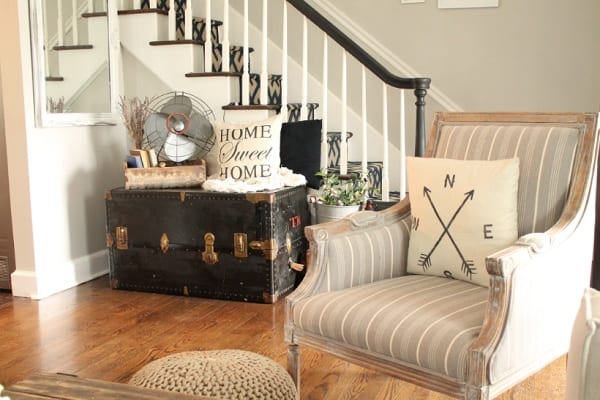 farmhouse accent chair in living room